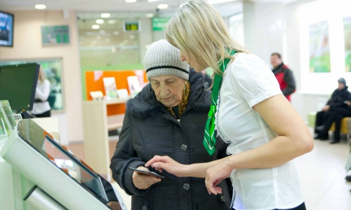 Новая напасть: банки начали блокировать обслуживание пенсионеров из-за мошенников