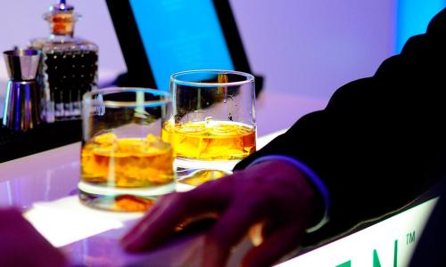 Врач объяснил, чем опасен алкоголь натощак